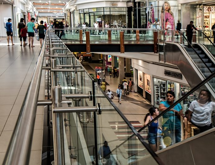 UK retail sales drop alongside online shopping